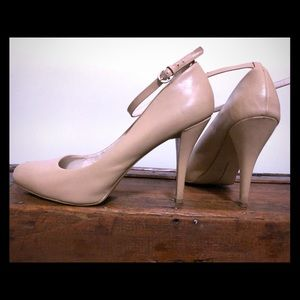 Nine West nude leather pumps with ankle strap